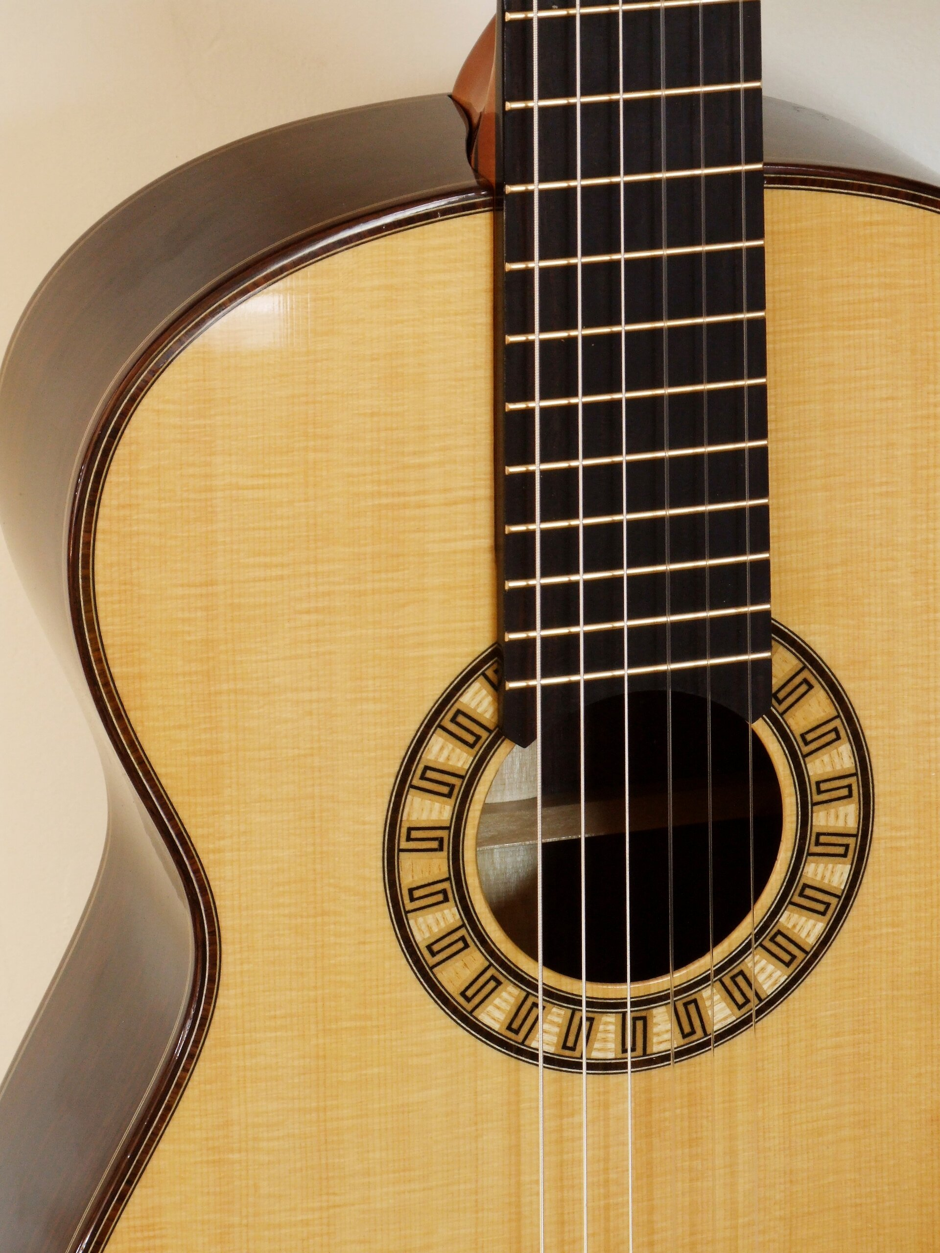 Small body classical guitar with bold meander rosette