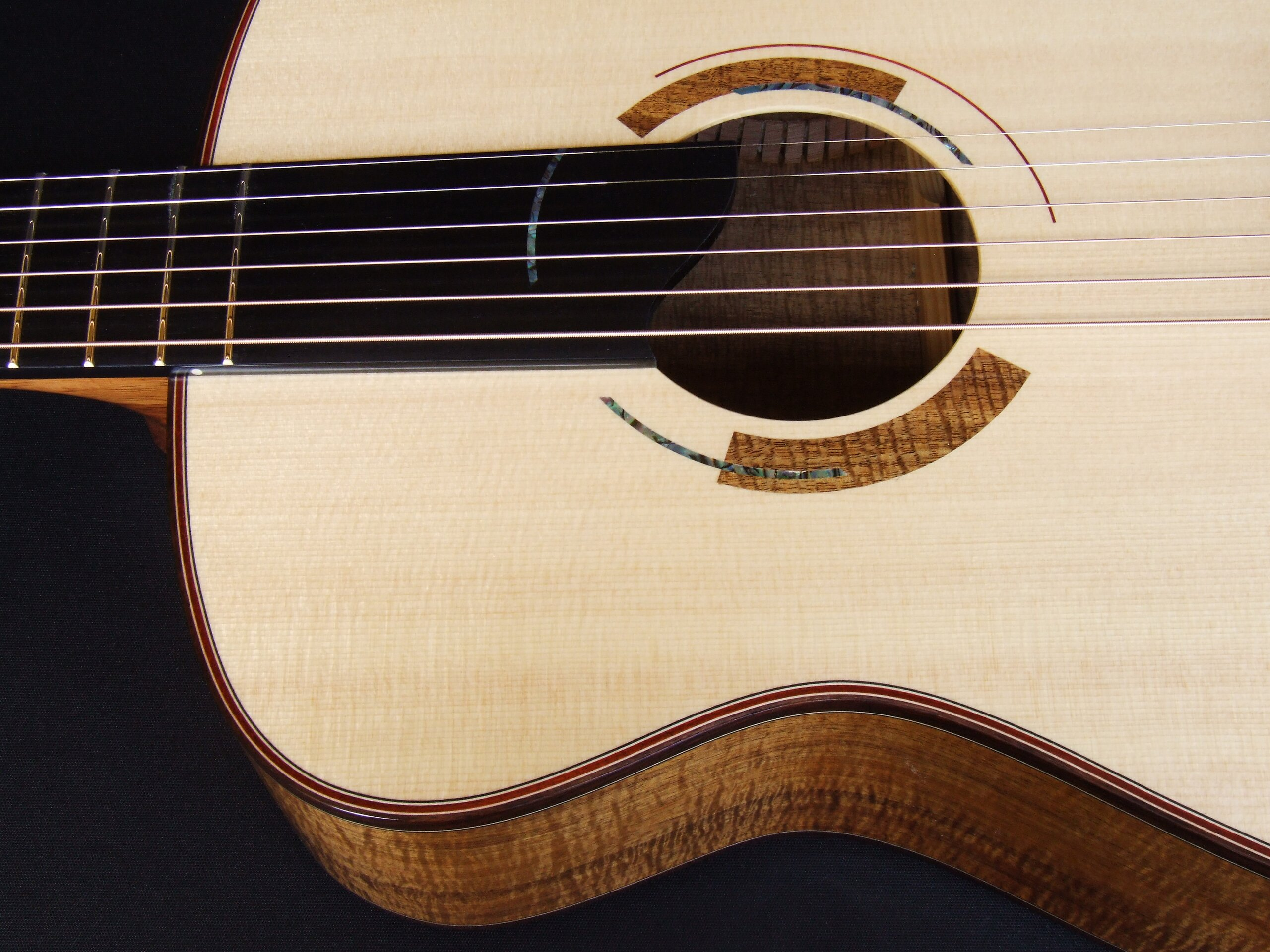 Art deco rosette on a guitar with 15 frets