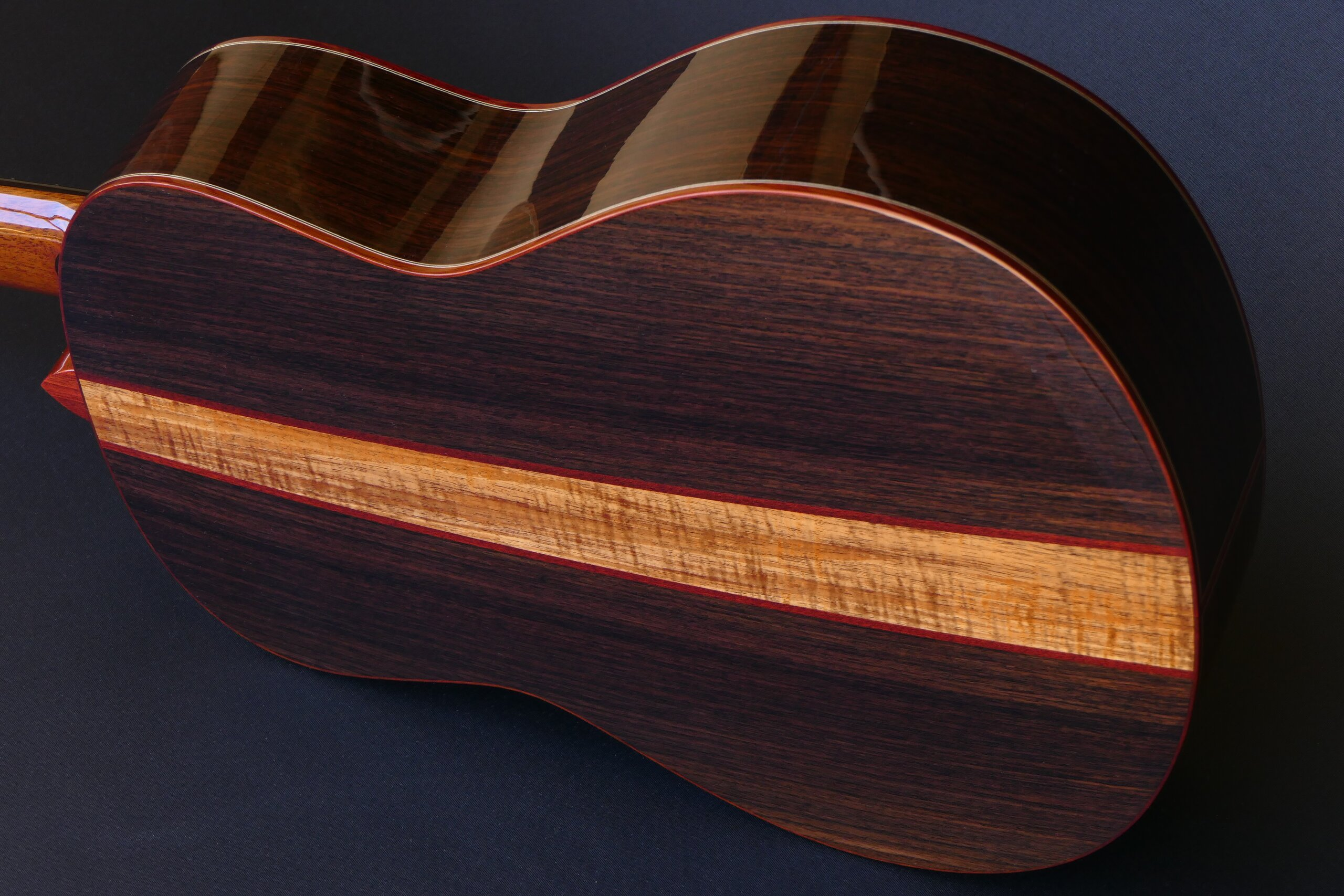 Gore classical guitar with three piece back in roeswood with blackwood centre strip